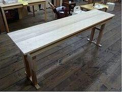 高低脚テーブル